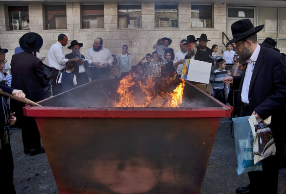 The burning of the chametz. Source: Dudy Tuchfeld / Flickr