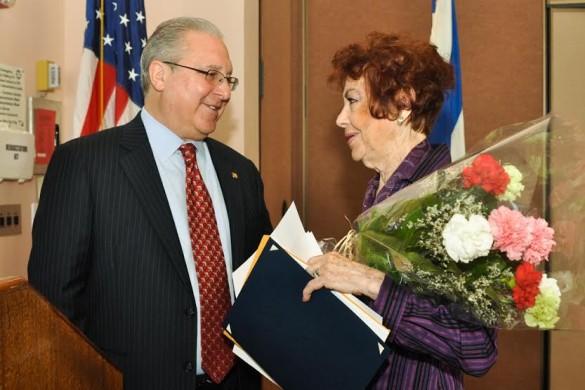 Cymbrowitz welcomes Holocaust survivor Zipora Yakuboff to the podium. (Source: Cymbrowitz's office)